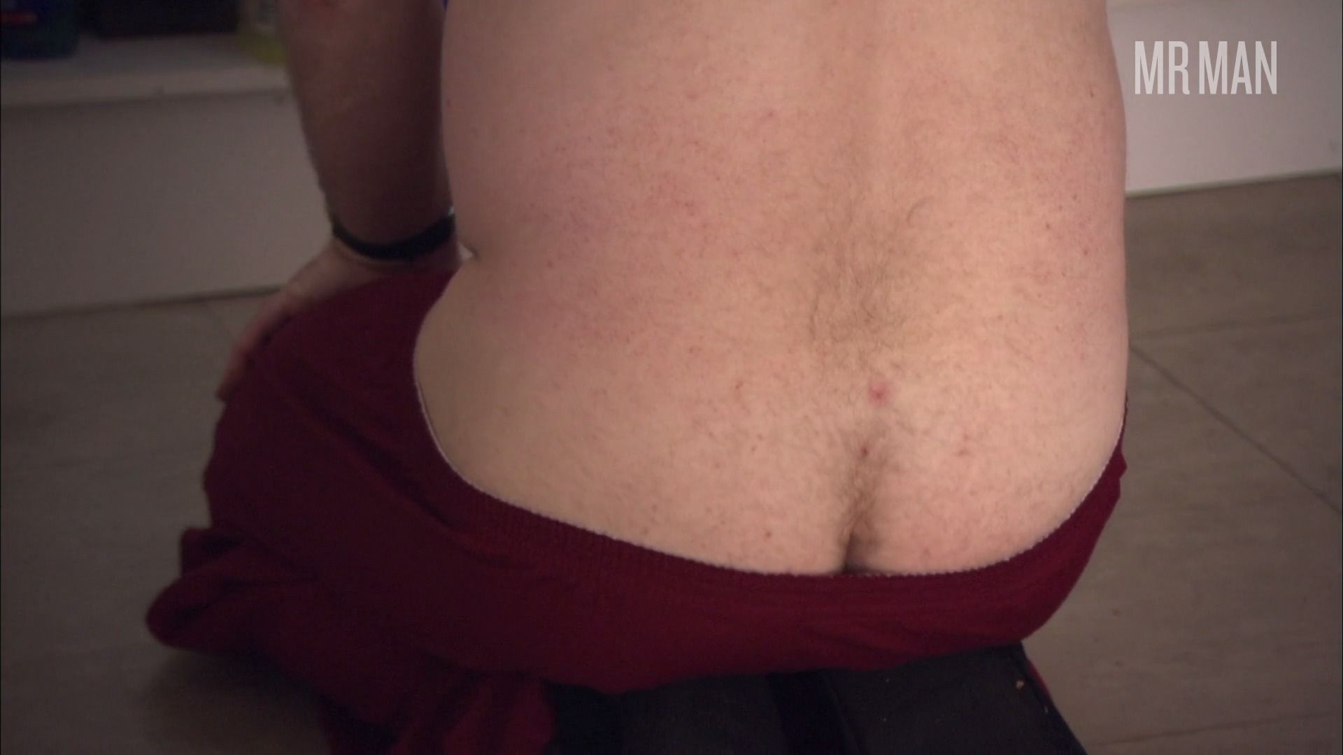 Skins 01x01 harryenfield hd 04 frame 3 override