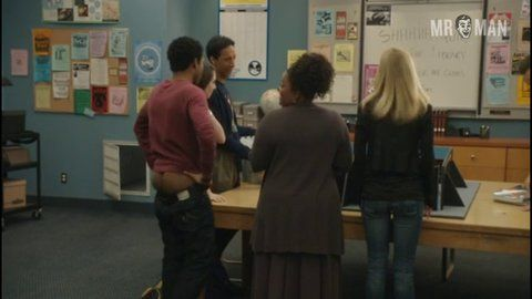 Community s02e0 glover 001 large 3