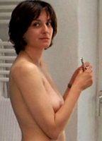 Weniger  nackt Nina Nackt im