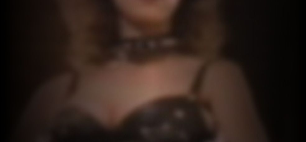 Baird nackt Roxanne  World War