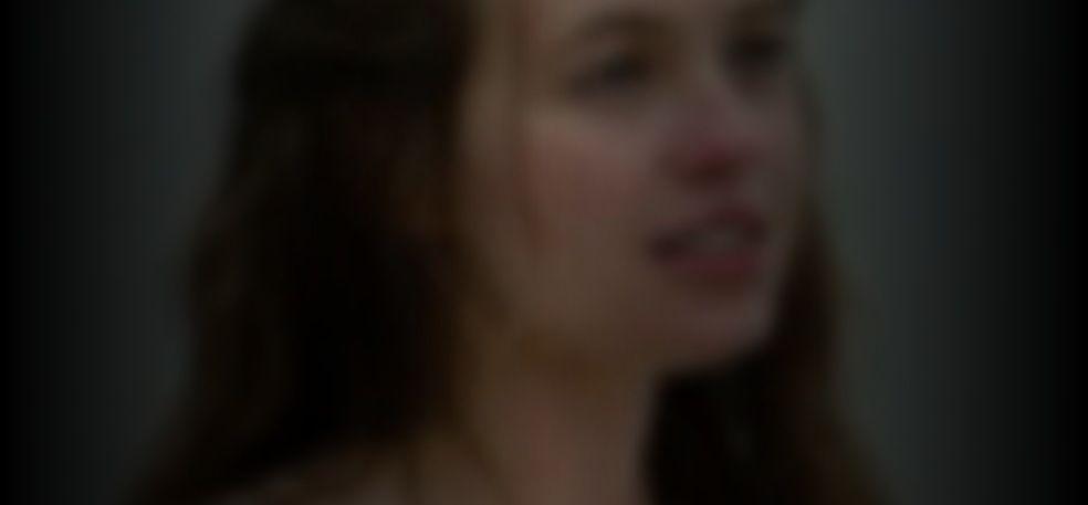 Olivia Scott  nackt