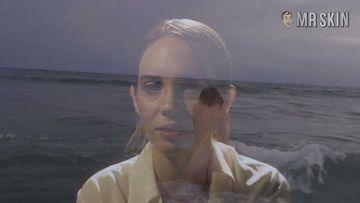 Maya Thurman-Hawke  nackt